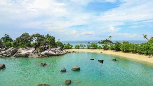 Sebagaian orang mungkin tidak banyak yang mengetahui Pulau Penyu, yang berada di kawasan pesisir timur Jambi. Penampakan yang indah, dan parorama tampaknya sangat cocok buat backround foto selfia anda.