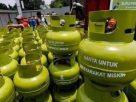 Gas Elpiji merupakan salah satu bahan kebutuhan pokok bagi semua orang, yang kini sangat sulit untuk di dapatkan oleh masyarakat di Tanjabbar, Sabtu (16/01/2021).