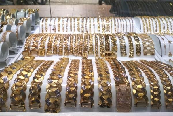 Harga emas mengalami stagnan di Pegadaian baik itu produksi Antam maupun UBS. Namun, bagaimana harga emas untuk di Kota Jambi sendiri?