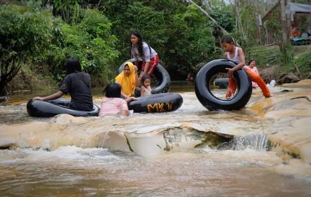 Garapan wisata di Muaro Jambi terus tumbuh. Salah satunya Sungai Napal di Desa Muhajirin yang sempat di tutup, namun pengunjung malah tak terbendung.