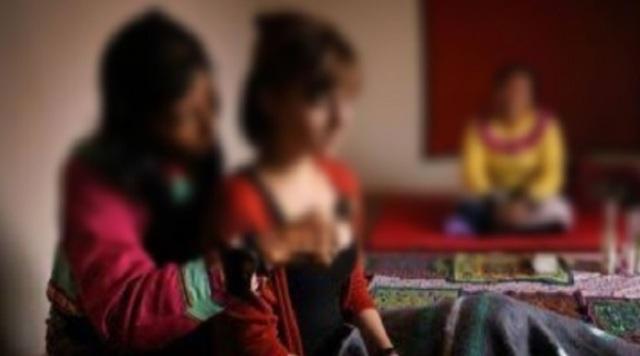 Kali ini, lantaran diiming-imingi sembuh dari penyakitnya, seorang gadis rela kehilangan keperawanannya di tangan dukun cabul.