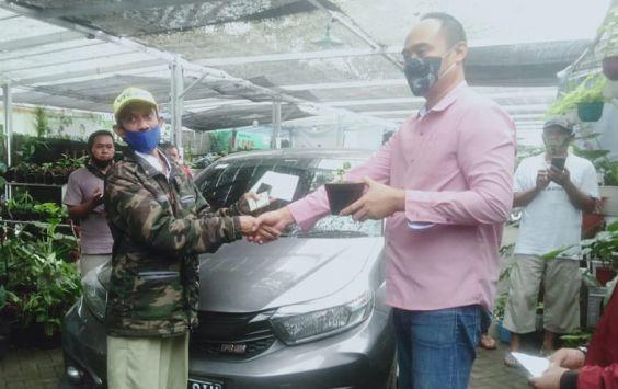 Lagi-lagi karena si Janda Bolong satu ini, seorang pria bahkan rela tukar dengan mobil mewah kesayangannya, Rabu (20/01/2021).
