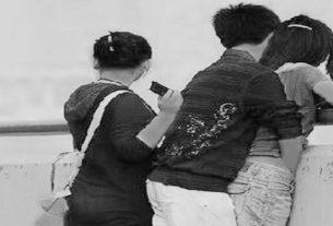 Sungguh tega wanita ini, Ia yang kini berstatus istri orang malah rebut suami temannya sendiri. Padahal, persahabatannya dengan temannya tersebut terjalin sejak masih duduk di bangku SMP.