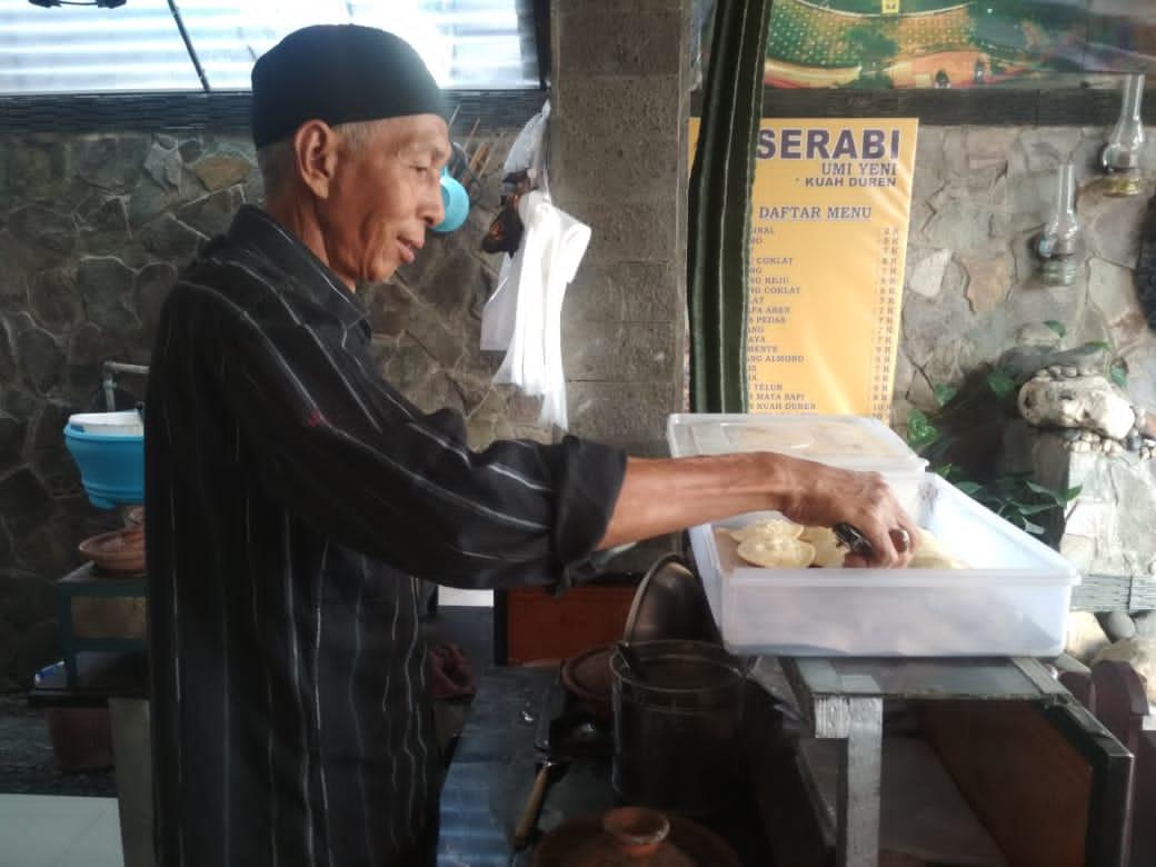 Ingin menikmati masa tua di rumah, Pasutri di Jambi ini buka usaha serabi, di kawasan Komplek Sunan Giri Nomor 62, Kota Jambi.