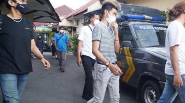 Publik kembali di hebohkan dengan beredarnya kabar, bahwa Manajer TikTokers Viens Boys, di tetapkan sebagai tersangka oleh polisi.