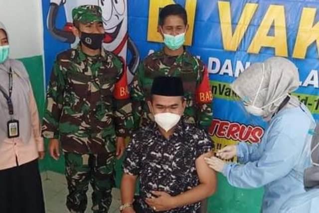 Ketua Dewan Perwakilan Rakyat Daerah (DPRD) Kota Sungai Penuh, H Fajran SP MSi, ikuti kegiatan Vaksinisasi di Puskesmas Koto Baru, Sabtu (06/02/2021).