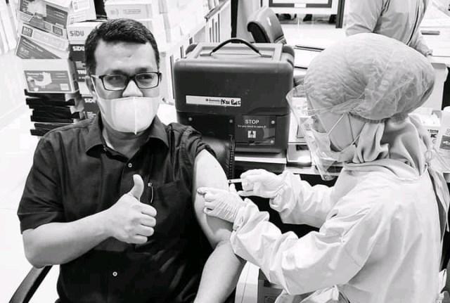Tak henti-hentinya upaya pemerintah memutus mata rantai Covid-19, dalam hal ini melalui Dinas Kesehatan sedang giat melakukan vaksin Corona. Tak mau kelewatan, Wakil Ketua DPRD kota Jambi, Pangeran HK Simanjuntak pun mengikuti Vaksinisasi masal ini.