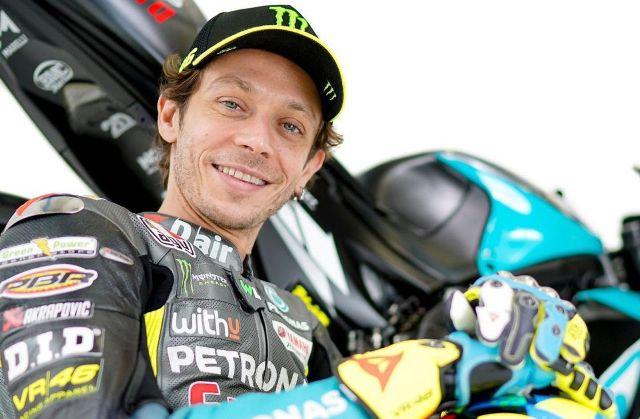 Juara dunia sembilan kali Valentino Rossi, bakal ikut balapan dalam sesi jadwal motoGP 2021, yang sudah di siapkan tahun ini. Lalu bagaimana debut perdana pembalap asal Italia itu?