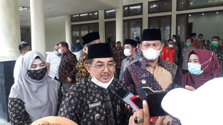 Bupati Kabupaten Tanjabbar, Anwar Sadat, Minggu (7/3/21) sambut Kunjungan Kerja (Kunker) Pj Gubernur Jambi, Hari Nurcahya Murni di rumah dinas bupati.
