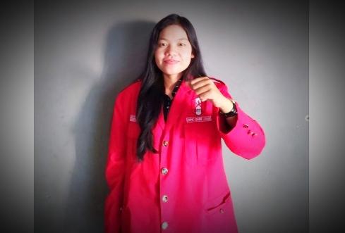 Salam perjuangan, salam pengerakan Sarinah, yang berdiri di barisan darah penghabisan para penindas yang tak bermoral. Dinamika pergerakan perempuan di Indonesia.