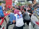 KLB Partai Demokrat di Deli Serdang, Sumatera Utara, di warnai kericuhan, Jumat (5/3). Kubu pendukung Ketua Umum Agus Harimurti Yudhoyono (AHY) bentrok dengan massa pro KLB.
