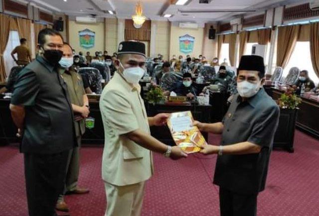 Dalam acara Sidang Paripurna yang di selenggarakan oleh DPRD Kota Sungai Penuh, Walikota H Asafri Jaya Bakri (AJB) menyampaikan 3 Rancangan Peraturan Daerah (Ranperda), Senin (01/03/2021).