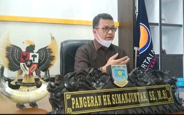 Baru-baru ini beredar kabar, bahwa partai Nasdem bakal mendorong kader internalnya untuk maju di Pilwako Jambi 2024 mendatang. Nama tersebut, di tunjukkan pada pria yang kini duduk sebagai unsur pimpinan DPRD Kota Jambi, yakni Pangeran HK Simanjuntak. Lalu apa benar isu tersebut?