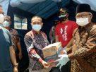 Kebakaran hebat terjadi di wilayahnya, Wakil Bupati (Wabup) Kerinci, Ami Taher langsung mengunjungi lokasi serta menyerahkan bantuan kepada korban di Desa Muara Semerah Mudik, Kecamatan Air Hangat, Kamis (04/03/2021).