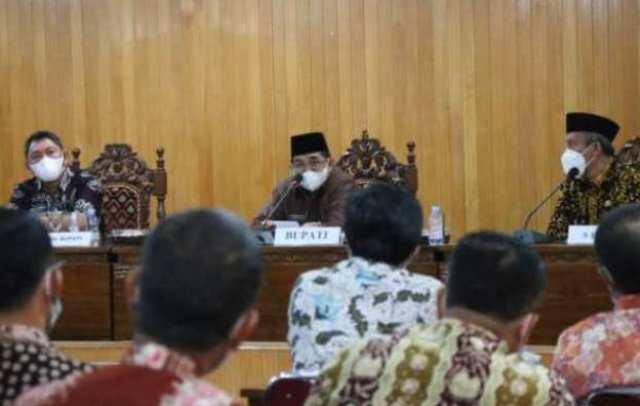 Bupati Tanjung Jabung Barat (Tanjabbar), Drs H Anwar Sadat, MAg meminta Organisasi Perangkat Daerah (OPD), mempunyai inovasi untuk menjalankan sesuai dengan visi misi dalam rapat yang di pimpinnya.