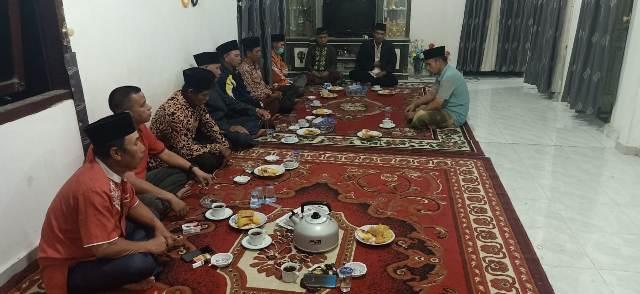 Usai terbukti nikah Siri, Kepala Desa (Kades) Koto Baru Kecamatan Tanah Kampung, Kota Sungai Penuh, di denda secara Adat setempat.