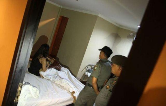 Baru-baru ini beredar kabar seorang oknum Dewan yang sedang lakukan kunjungan kerja (kunker) tengah diciduk bersama wanita dihotel.