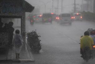 Baru-baru ini, kondisi cuaca di Provinsi Jambi kerap terjadi hujan. Baik pagi, sore maupun malam. Namun, BMKG sebut beberapa daerah di Jambi ini, masih berpotensi hujan desar yang di sertai angin kencang dan petir.
