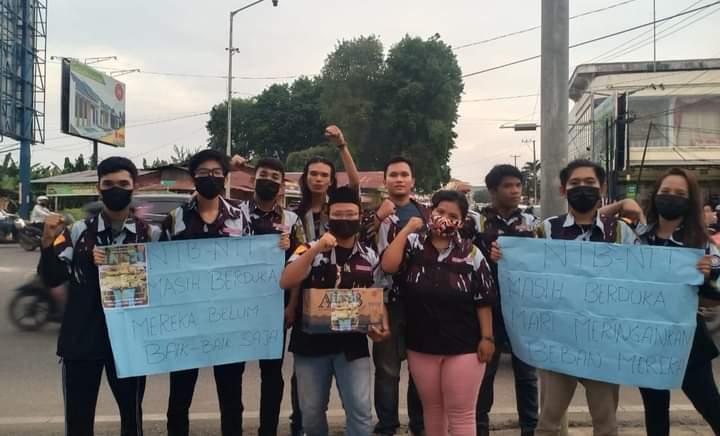 Sejumlah mahasiswa yang tergabung dalam Organisasi Satuan Pelajar Mahasiswa Ikatan Pemuda Karya Komisariat Universitas Jambi (SAPMA IPK UNJA), melakukan aksi sosial penggalangan dana dalam rangka untuk membantu Saudara/i yang terdampak bencana alam di NTT dan NTB.