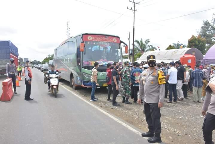 Terkiat larangan Mudik 6-17 Mei mendatang, dan pengetatan dari 22 April hingga 5 Mei, Kapolda Jambi, Irjen Pol A Rachmad Wibowo minta kepala posko dan Pemda siapkan tes swab di pos perbatasan.