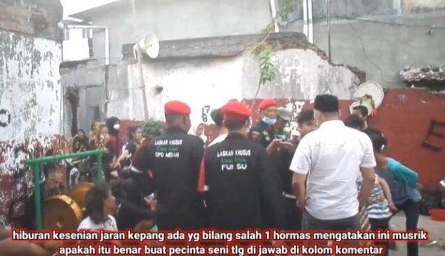 Baru-baru ini jagat maya kembali di buat geger, dengan ulah sekelompok orang yang mengaku Ormas Islam di Medan, membubarkan kegiatan Seni yang hendak di gelar warga. Hal ini di nilai mereka, kegiatan tersebut adalah musyrik.