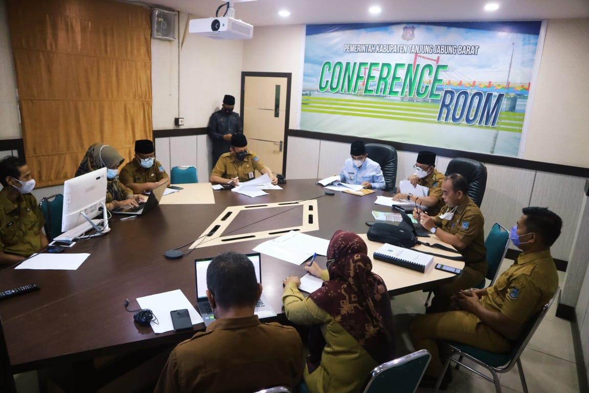 Bupati dan Wakil Bupati Tanjabbar Anwar sadat- Hairan, menghadiri Ekspose rancangan awal RPJMD Kabupaten Tanjung Jabung Barat Tahun 2021-2026, Senin(19/4/21).