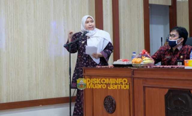 Bupati Muaro Jambi Hj Masnah Busro, SE menghadiri dan membuka rapat koordinasi forum Kabupaten Muaro Jambi sehat. Dalam rangka persiapan penilaian KKS, Kabupaten atau Kota Sehat.