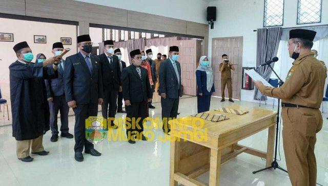 Pelantikan Pejabat Administrator dan Pengawas di lingkup DPRD Pemerintah Kabupaten (Pemkab) Muaro Jambi, Senin (05/04/2021).