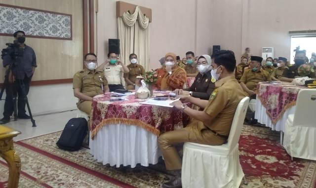 Bertempat di Aula Rumah Dinas Bupati Muaro Jambi, Musrenbang RKPD Muaro Jambi tahun 2022 di gelar, Selasa (20/04/2021).