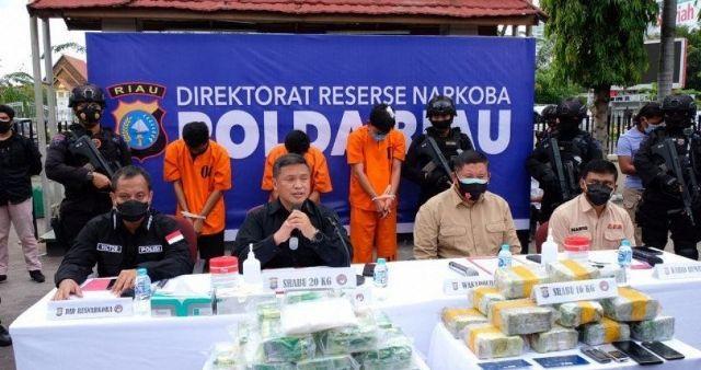 Baru-baru ini, berita menghebohkan kembali terjadi. Kali ini, 3 Perwira Polisi yang terlibat dalam kasus narkoba pun di amankan.