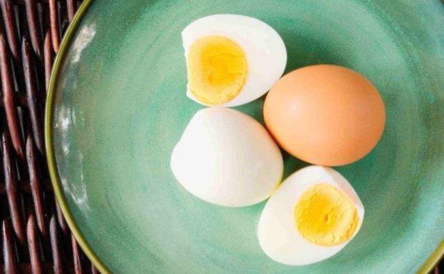 Belum banyak yang mengetahui ternyata, makan telur setiap hari mengakibatkan efek buruk untuk kesehatan.