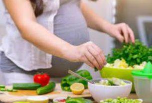 Tak ada larangan bagi ibu hamil muda, yakni tidak boleh ikut puasa. Karena, keputusan ini tergantung pada kondisi ibu hamil dan janin dalam kandungan. Berikut merupakan tips aman untuk mejalani puasa bagi ibu hamil.