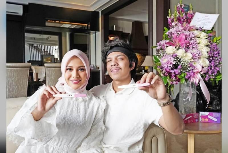 Artis Aurelyang sebulan menikah denganyoutuberAtta Halilintar menarik perhatian. Aurel Hermansyah hamil, mendapat respon Lucinta Luna.