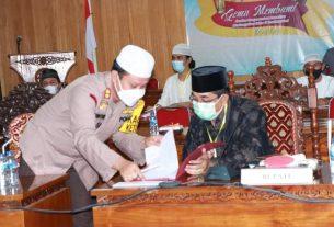 Bupati Tanjung Jabung Barat Anwar Sadat, menghadiri sekaligus menyaksikan secara virtual final arakan sahur online yang di gelar Polres Tanjabbar.