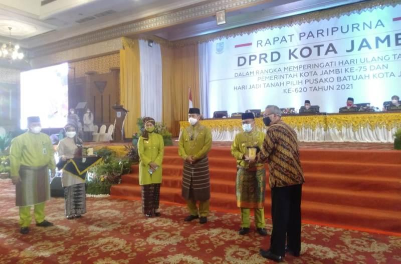 Harlah Tanah Pilih Pusako Batuah, Kota Jambi ke 620 digelar, Jumat (28/05). Dalam Paripurna Pj Gubernur sebut Payo Selincah PPKM terbaik Nasional.