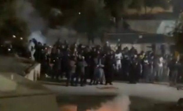Peristiwa bentrokan Israel serang Palestina, terjadi di kompleks Masjid Al-Aqsa Yerusalem, melibatkan warga Palestina dengan polisi zionis Israel pada Jumat lalu, waktu setempat.