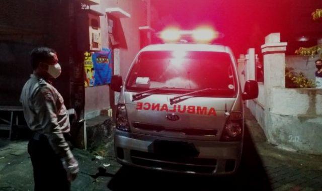 Baru-baru ini muncul modus baru, di mana beberapa orang nekat mudik pakai mobil ambulans. Saat diberherntikan petugas, 7 orang warga di dalamnya pun kelabakan.