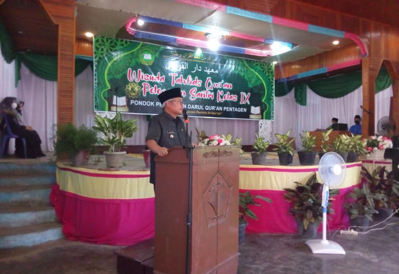 Wakil Bupati Ir H.Ami Taher, Senin (24/5) menghadiri langsung Wisuda Tahfisdz Qur`an dan pelepasan santri Kelas IX di Ponpes Darul Qur`an