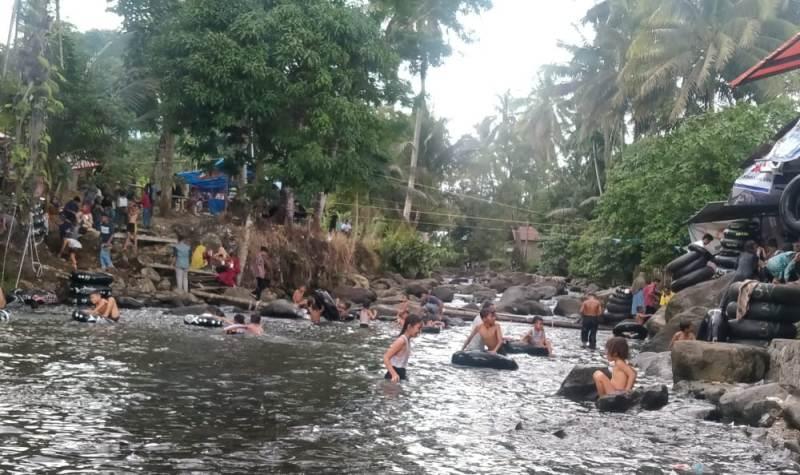 Berbagai macam wisata di kala liburan, salah satunya wisata Religius Lubuak Landua Pasaman Barat. Zuama, remaja asal Jambi menyampaikan pengalamannya