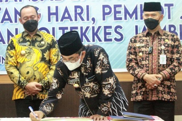 Bupati Tanjabbar, Anwar Sadat, Senin (7/6/2021) teken kesepakatan dengan 3 kabupaten/kota. Walikota Jambi dan Bupati Tebo hadir langsung