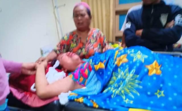 Parah. Begitulah komentar warganet wanita muda tergeletak luka-luka. Diduga cekcok, istri hamil 8 bulan menjadi korban suami di Kerinci.