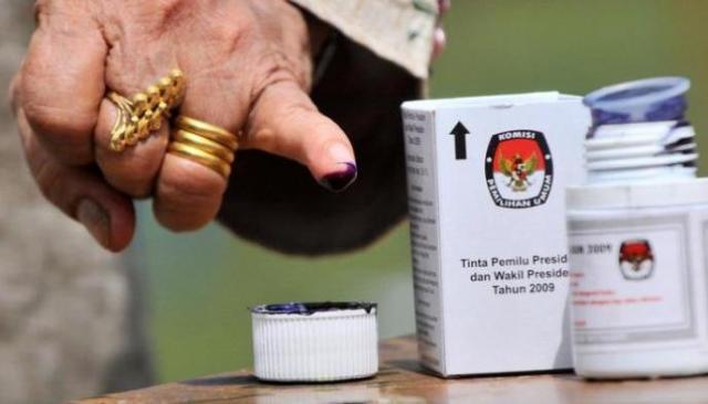 Baru-baru ini pihak legislatif dan Eksekutif, secara resmi sepakat akan menggelar Pemilu dan Pilkada secara serentak di 2024 mendatang. Berikut ini jadwal tahapan Pilpres, Pileg dan Pilkada yang sudah di susun.
