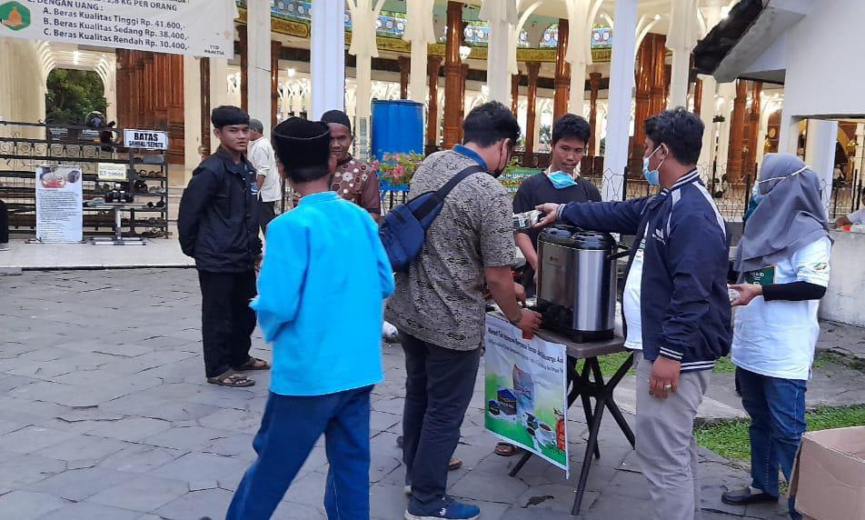 Warga Jambi, pasti sudah tak asing lagi dengan teh yang satu ini. Belakangan, produk teh dari Jambi, Teh Kajoe Aro terus meningkat seiring dengan promosi yang ada dari PTPN.