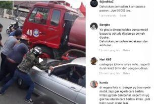Lakalantas kembali terjadi di arus lalu lintas negeri ini, diduga membandel tak mau menepi, BMW Crash terseret mobil Damkar, yang hendak menjalankan tugasnya.