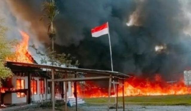 Papua kembali memanas, kabarnya kantor KPU hingga beberapa gedung pemerintah hingga Gedung DPRD juga dibakar massa. Bahkan, hampir seluruh akses jalan di Yalimo di tutup.