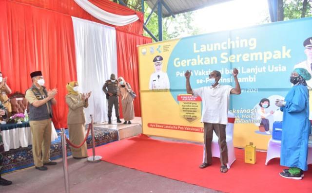 Penjabat (Pj) Gubernur Jambi Dr Hari Nur Cahya Murni launching gerakan serempak pekan vaksin lansia se-Provinsi Jambi.