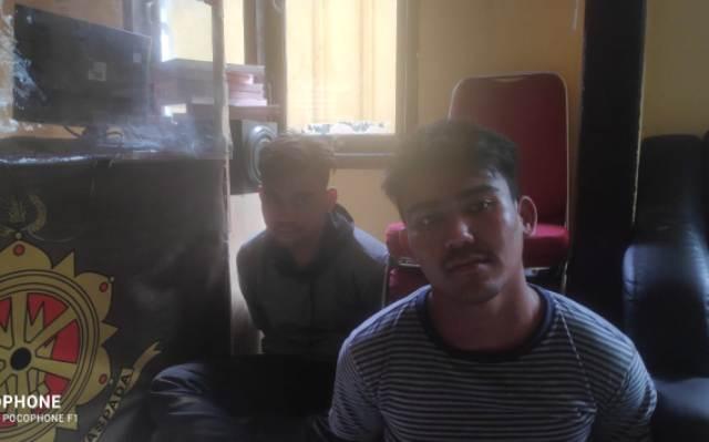 Polres Tanjung Jabung Barat, meringkus 2 pengedar Narkoba asal Pekanbaru Provinsi Riau, Kamis (1/7/21). Dua pemuda tersebut di amankan oleh pihak kepolisian lantaran memiliki dan menyimpan narkoba jenis sabu dalam jok motor.