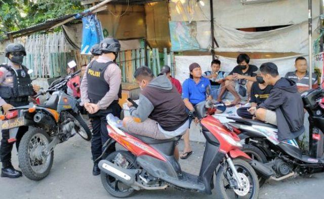 7 Pemuda terciduk pesta Miras, oleh aparat kepolisian. Kepada polisi, mereka mengaku karena lelah usai melakukan pemotongan atau menyembelih hewan kurban.