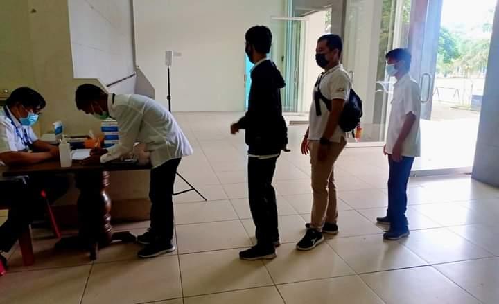 Penyebaran Covid-19 di Provinsi Jambi hari ini, Selasa (13/7/2021) tercatat penambahan tertinggi. Antisipasi penyebaran, PTPN VI rutin Rapid Test Massal.