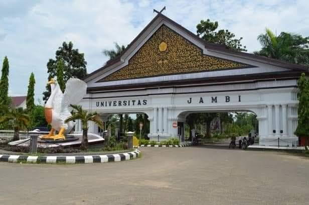 Tahun kedua Pandemi Covid-19, membuat sebagian besar Kampus melaksanakan Wisuda Online. Salah satunya Universitas Jambi (UNJA) , ini yang di rasakan oleh mahasiswa, wisuda online.